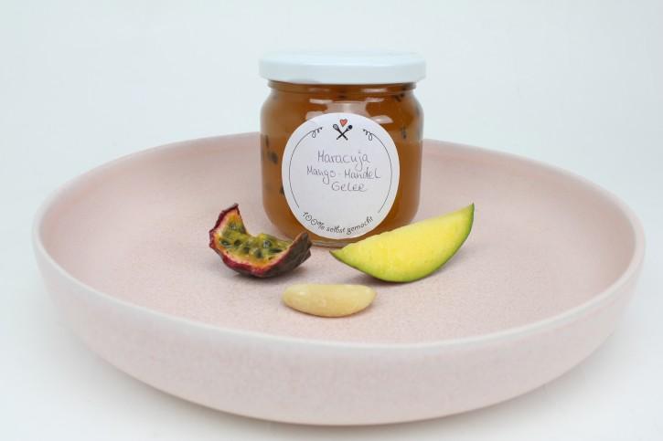 Fruchtiger Maracujagelee mit Mango & Amaretto